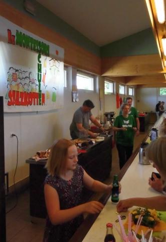 Kaffee-und Kuchentheke in der Sälzerhalle