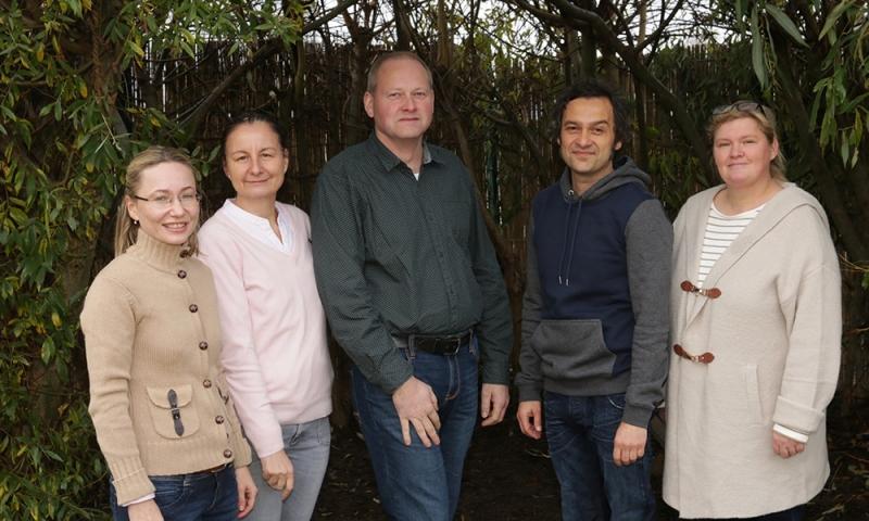 Team der Erdklasse: Lioudmila Rößler (Lernbegleitung), Michaela Linnhoff (Klassenleitung), Stefan Niggemeier (I-Kraft), Matthias Hamich (pädagogische Fachkraft), Anne Berg-Heggemann (I-Kraft)